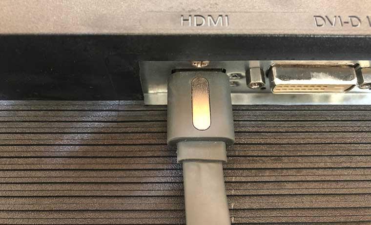 Chrome castをテレビのHDMI端子に接続した状態